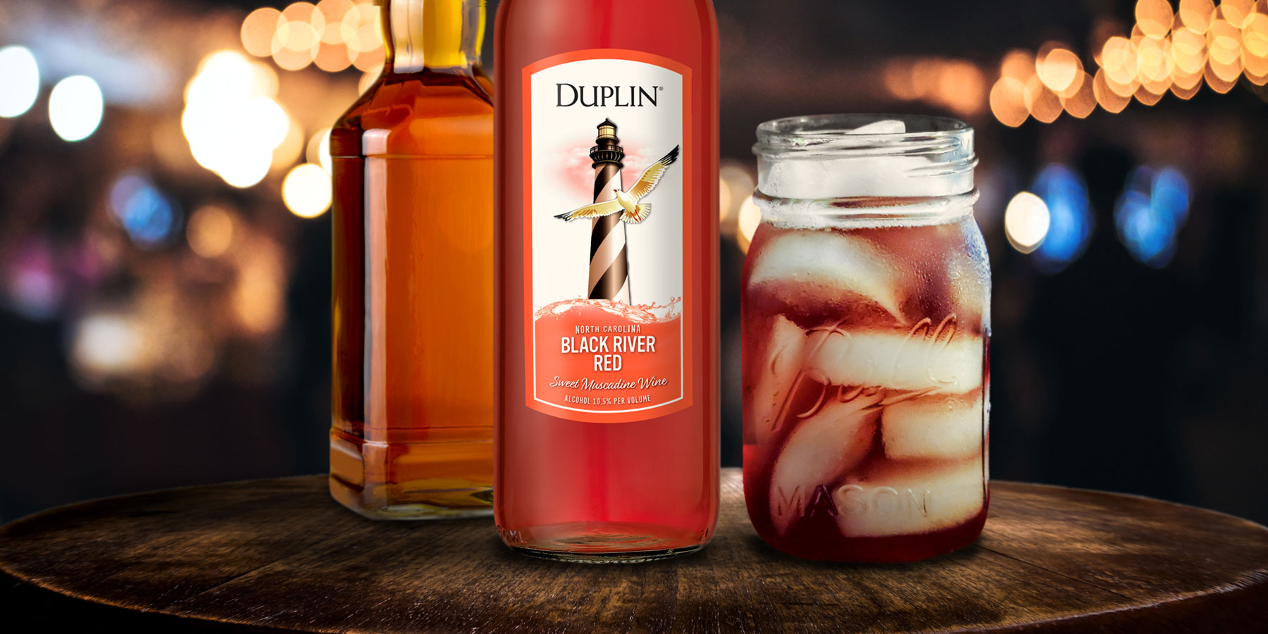 Mix the Duplin Whiskey Sour in a Mason jar